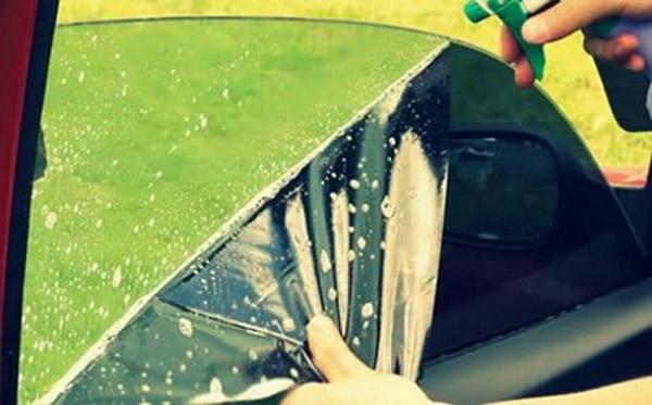 Снятие тонировки с помощью чистящего средства